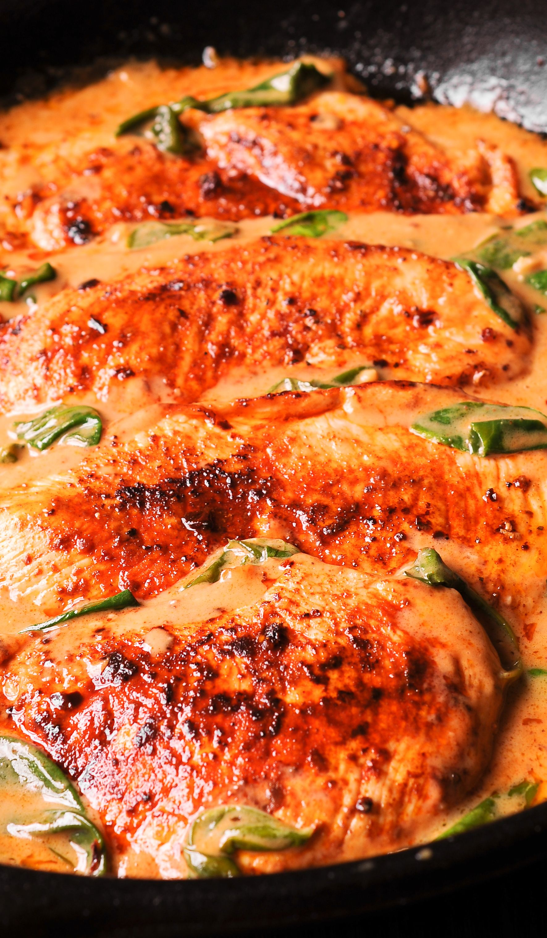 Chicken And Spinach In Creamy Paprika Sauce Is An Easy To Make One Pan Dish With Amazing Flavor From Dry White Wi Chicken Recipes Paprika Sauce Poultry Recipes