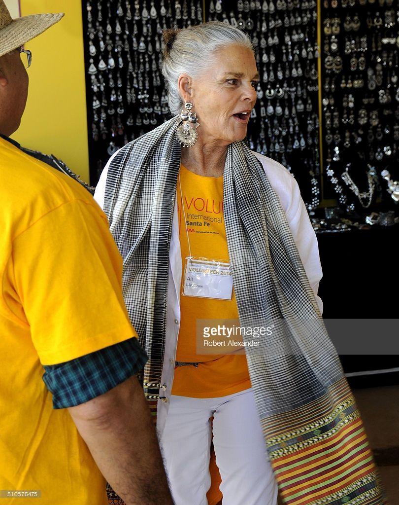 Film star ali macgraw works as a volunteer at the annual international folk art market in