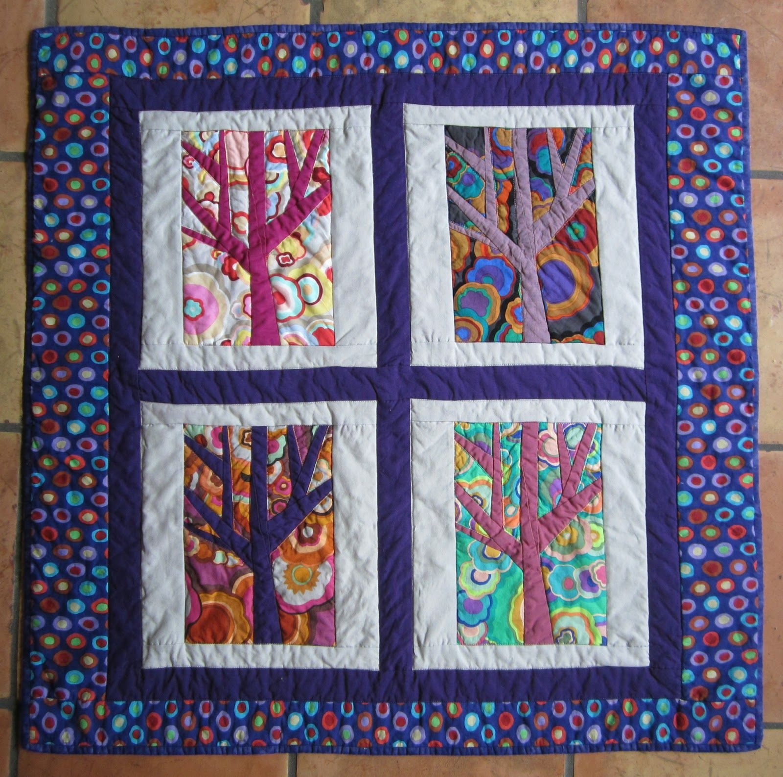 Gratis Paper Piecing Patronen.Free Paper Pieced Tree Quilt Square Pattern Finished