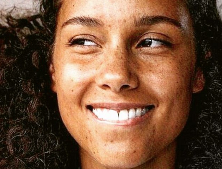 Alicia Keys Looks Unreal In This Stunning No-Makeup Photo