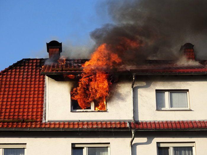 Dachstuhlbrand in Doppelhaushälfte - Nachrichten - Deutschland Today