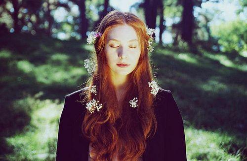 Imagen de flowers, girl, and red hair