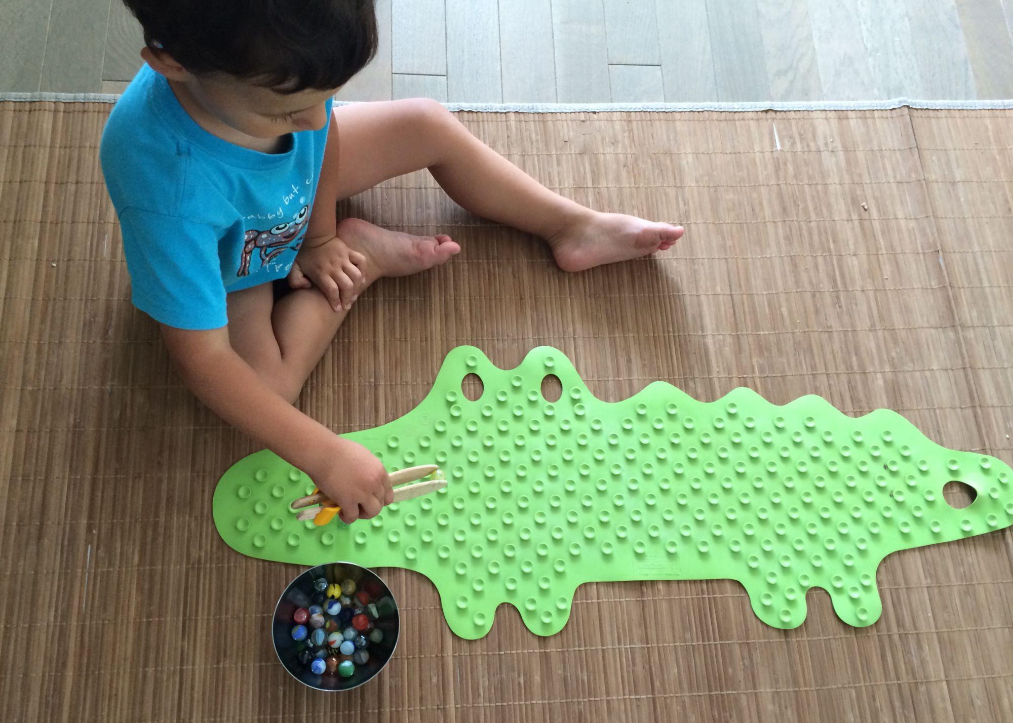 L'Activité Montessori du Jour : jeu d'adresse - les billes et le crocodile   Kleuter