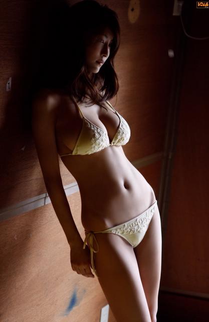 busty-japanese-bikini-models-marvel-electra-naked