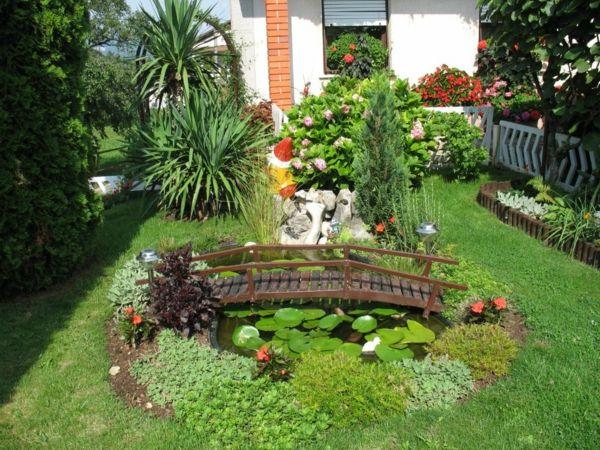 Dekorative Pflanzen Und Kleine Brücke Im Garten Gartengestaltung