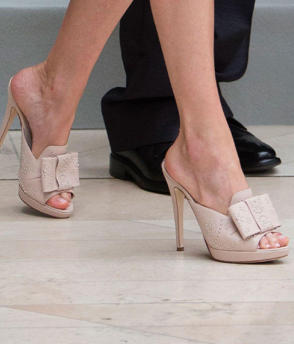 a8c370d50123 A los pies de Letizia Ortiz… ¡tacón de aguja!