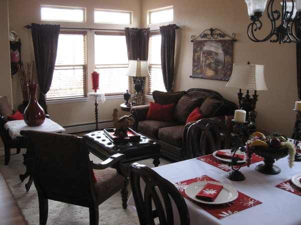You are trying to find some small rooms for dining, a distinctive
