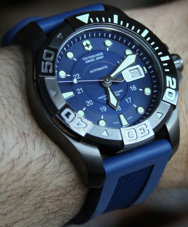 93d3982ef80e Swiss Army Victorinox Dive Master 500 Mechanical Watch Review