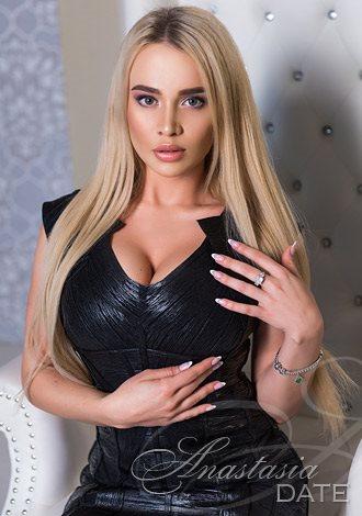 Lady lone Ukrainian Alina from Kiev, 23 yo, hair color