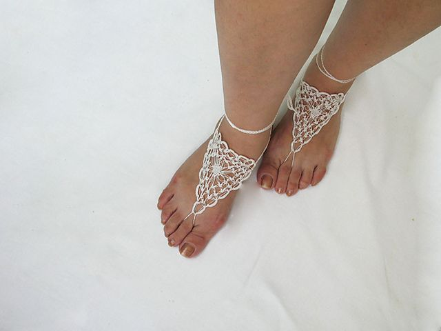 Ravelry: Free Pattern..Lover\'s Knot Barefoot Sandals pattern by Nez ...