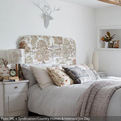 Deko-Hirsch im Landhaus-Schlafzimmer Landhaus schlafzimmer, Deko - landhaus schlafzimmer weiß