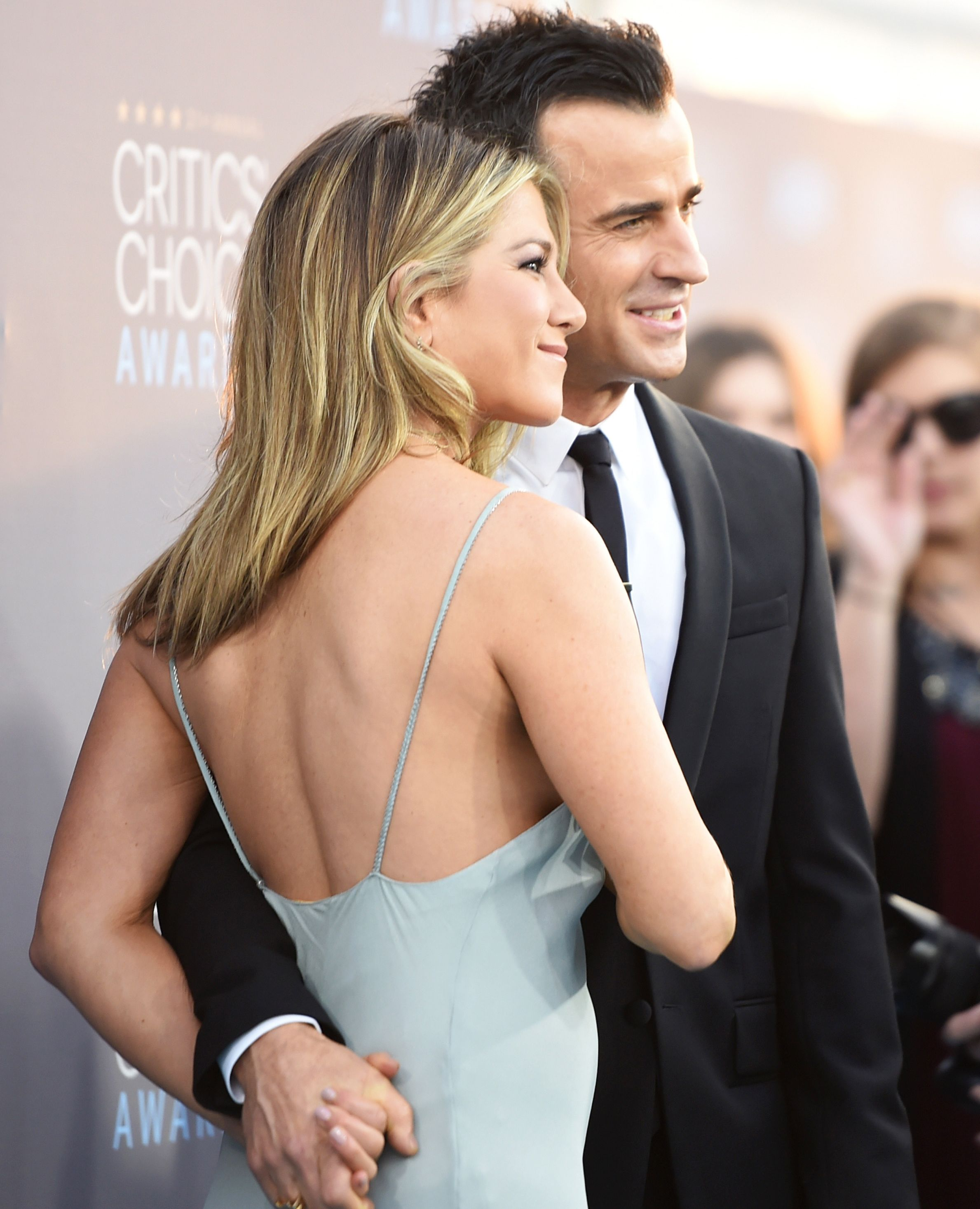 12 Star Couples Who Aren't Afraid of a Little PDA on the Red Carpet - JENNIFER ANISTON AND JUSTIN THEROUX AT THE CRITICS' CHOICE AWARDS, JANUARY 2016.  - from InStyle.com