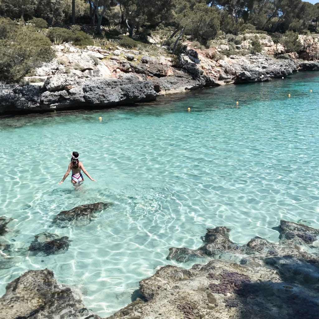Mein erster Teil meines Mallorca Travel Guides. Mit allen Must Do´s und Sees, meinen liebsten Buchten, Cafés, Restaurants und Plätzen