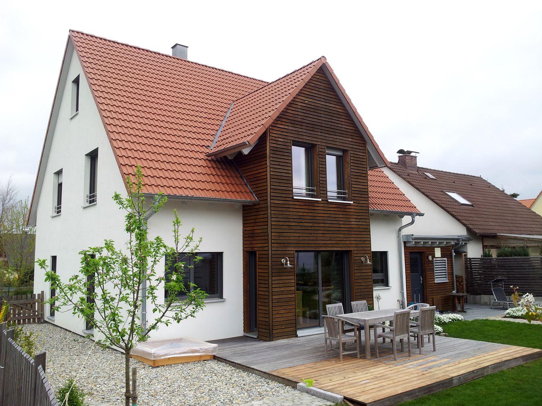 Einfamilienhaus Modern einfamilienhaus holzhaus satteldach zwerchgiebel mit satteldach