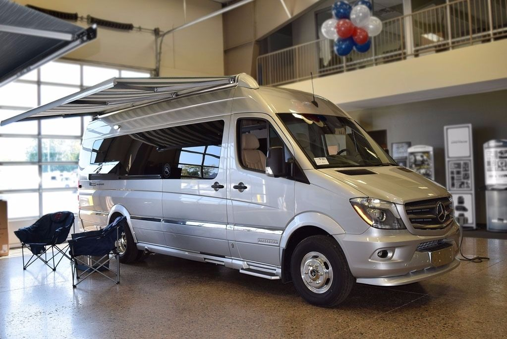 2018 Airstream Tommy Bahama Special Edition Touring Coach ...