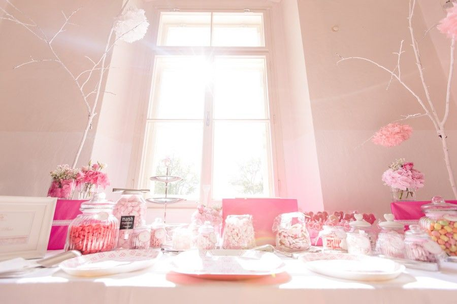 Traumhafte Candybar In Pink Und Rosa Mit Glasgefäßen Im Schloss Loretto Bei  Klagenfurt