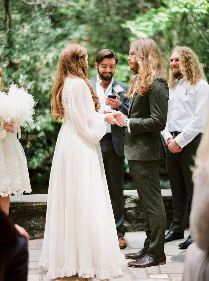 A vintage inspired for a mountain wedding | fabmood.com #weddingceremony