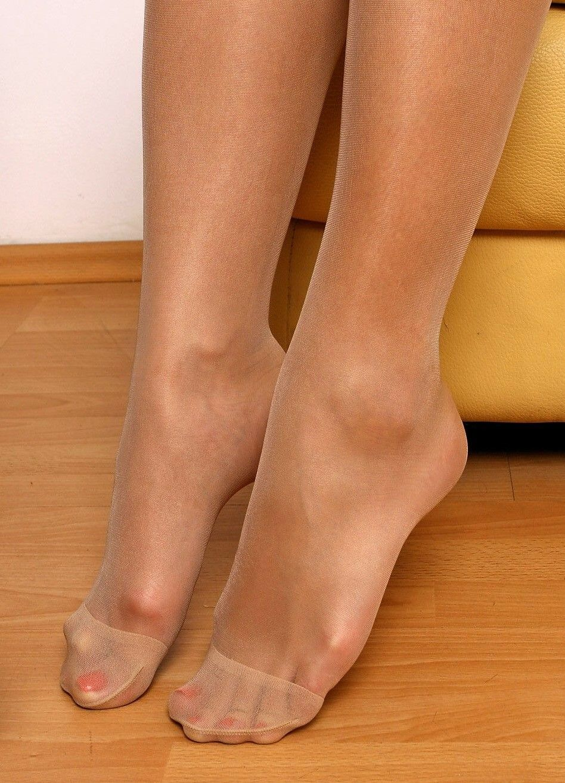 Фото пальчики ног в капроне