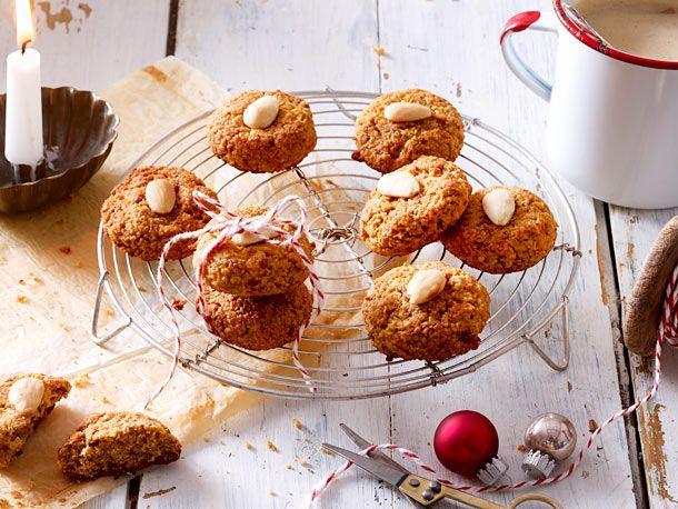 Leckere Kekse ganz ohne Zucker und weißes Mehl: So backen Sie aus aromatischen Trockenfrüchten und gemahlenen Mandeln gesunde Plätzchen für Weihnachten.