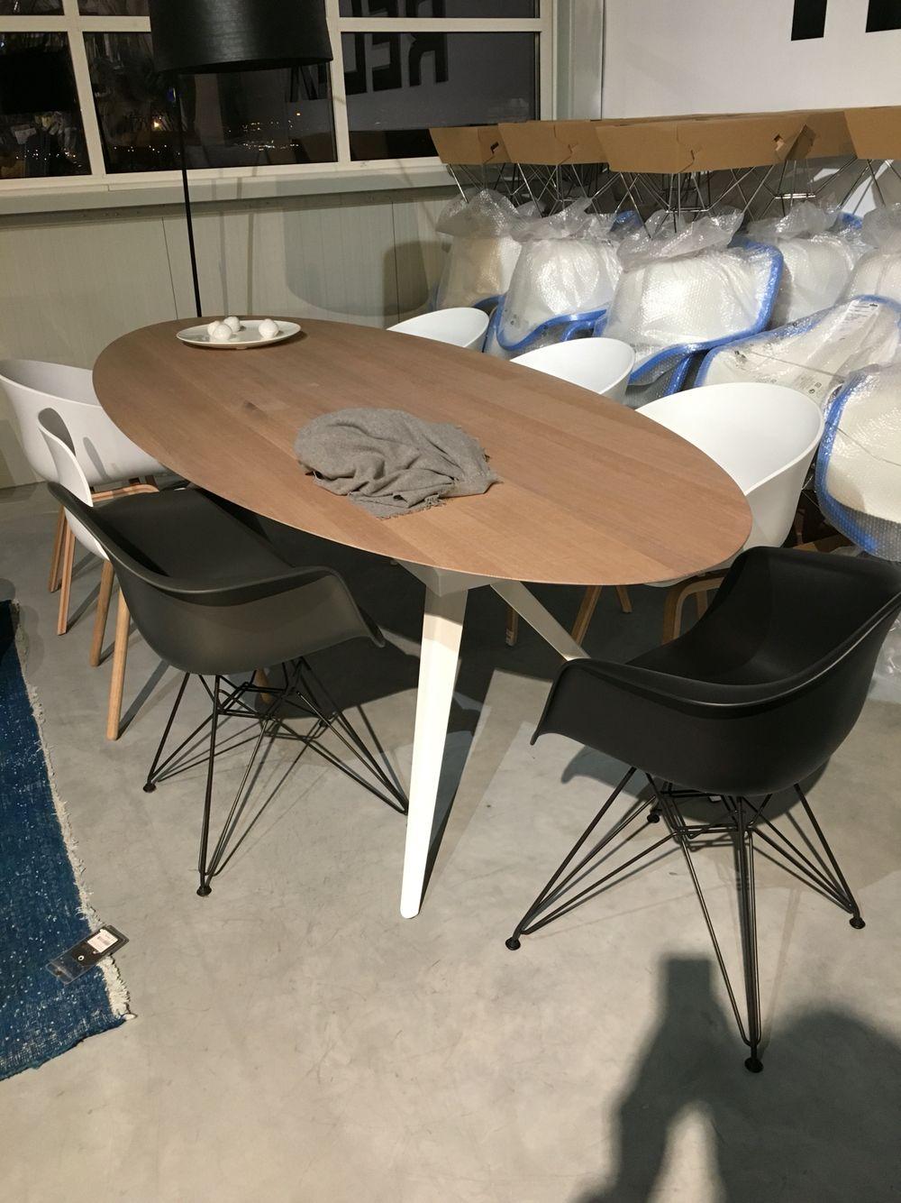Eagle tafel ovaal zwart onderstel my home pinterest for Design tafel ovaal