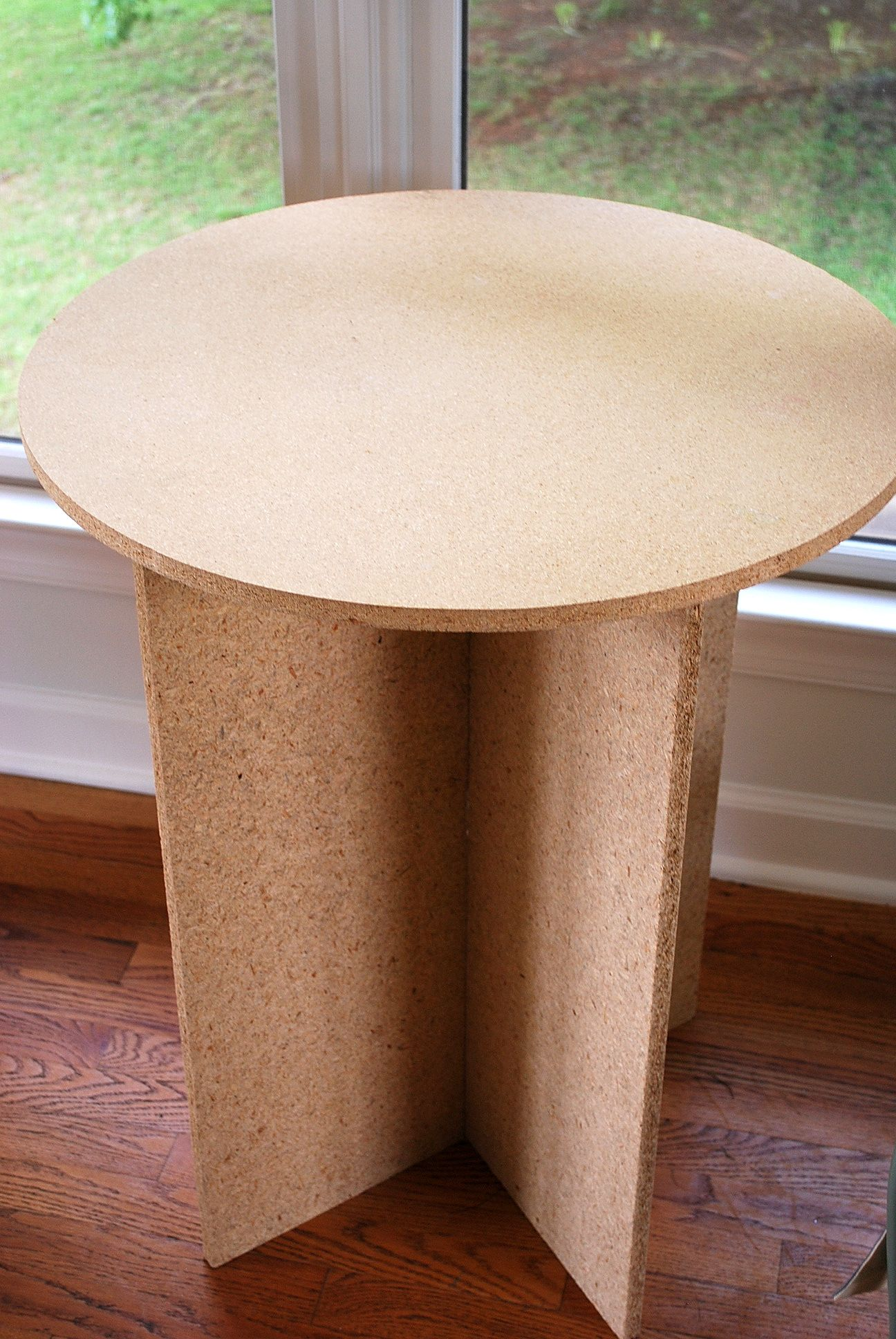 Round Particle Board Decorator Table