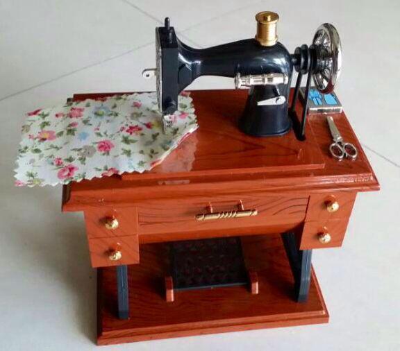 7/19. Sewing machine music box #cute