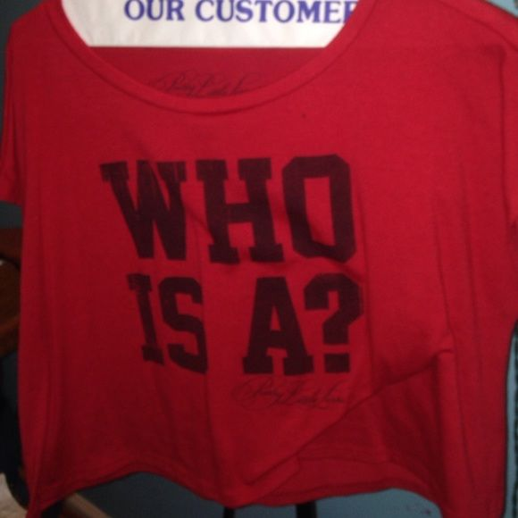 """PRETTY LITTLE LIARS RED """"WHO IS A?"""" FLOWY CROP TOP PRETTY LITTLE LIARS RED """"WHO IS A?"""" FLOWY CROP TOP! SUPER CUTE, COMFY, and AFFORDABLE!❤️ willing to negotiate Delia's Tops Crop Tops"""