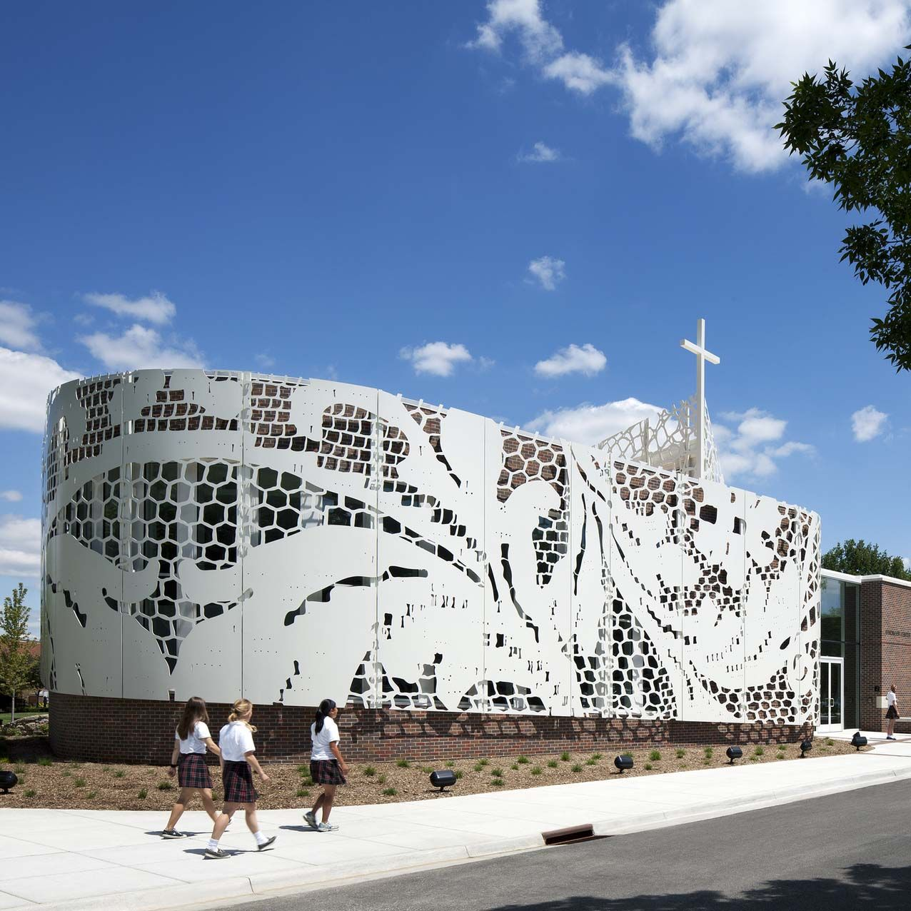 St Teresa's Academy Windmoor Center by Gould Evans in Kansas, USA. #morfae #gouldevans #architecture #facades