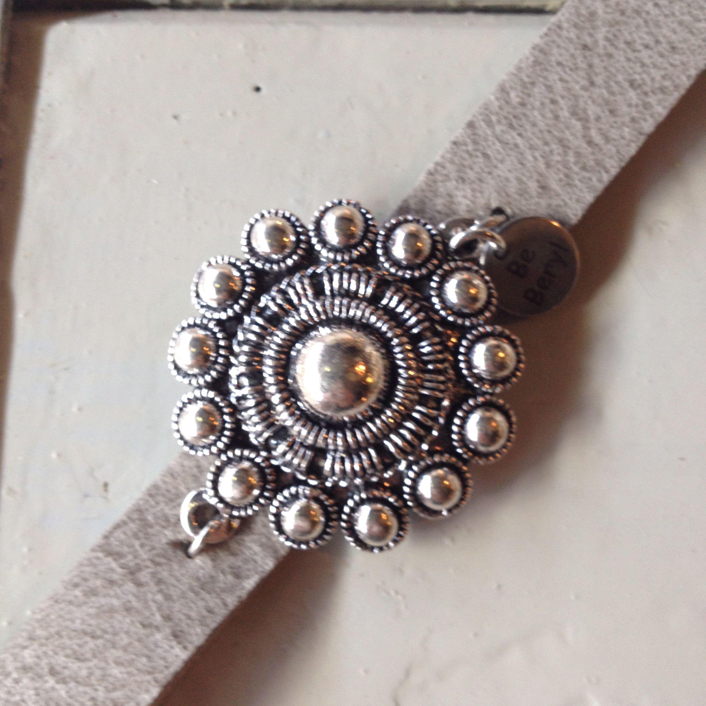 Lovely bracelet of real leather and silver 'Zeeuws knopje'. www.be-beryl.nl