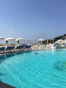 Ilha de Capri – a queridinha dos casais | Roberta Ferraz - Piscina , hotel Quisisana