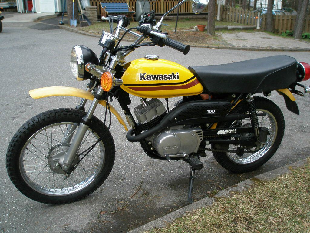 Kawasaki Km100 What S Unusual About The Km100 Is That It Is Kind Of Pint Size For Being A 100cc Bike Kawasaki Motor Kawasaki Motorcycles Japanese Motorcycle
