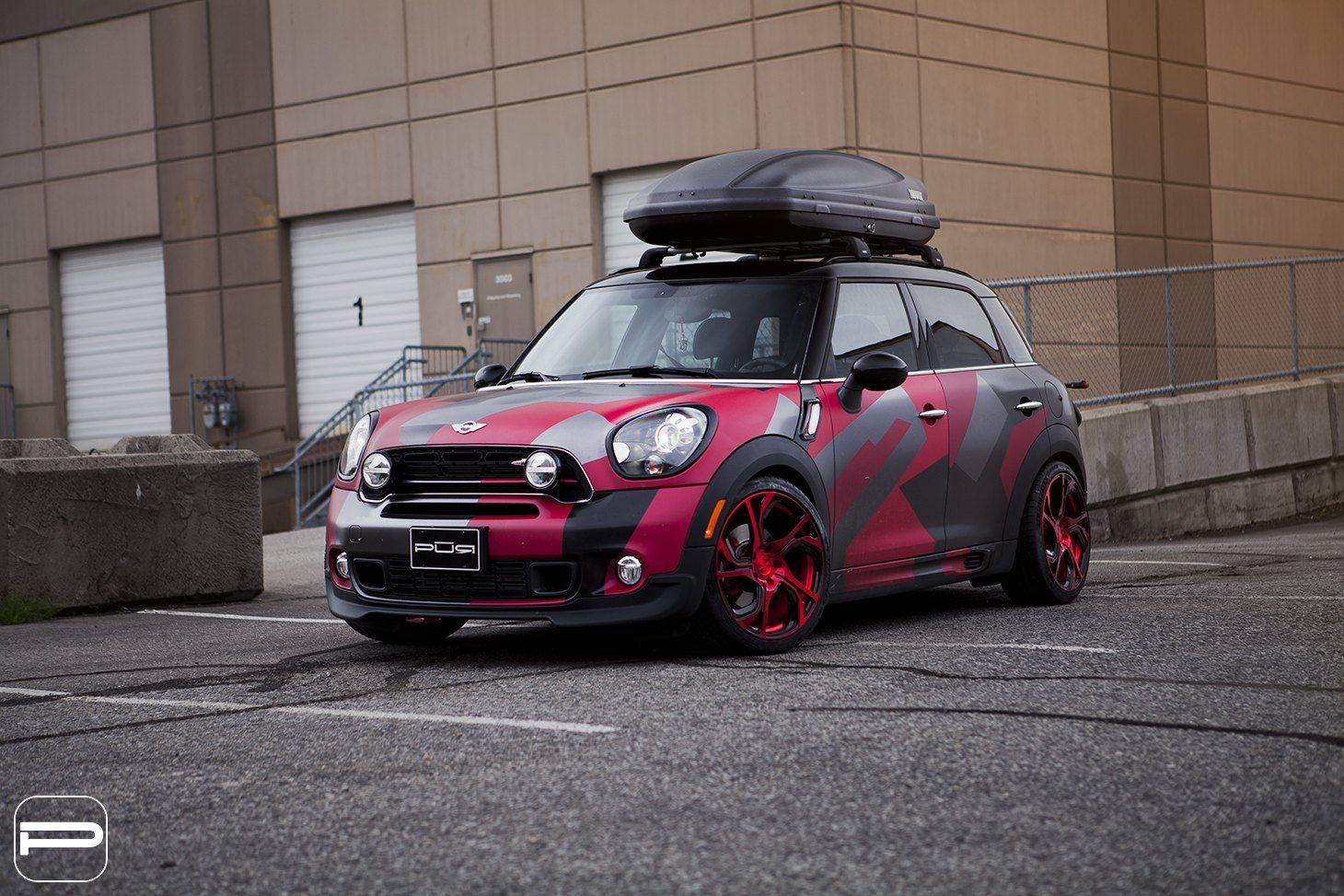 Truly Unique Custom Paint On Mini Countryman With Roof Rack That Grabs Attention Mini Countryman Roof Rack Custom Paint