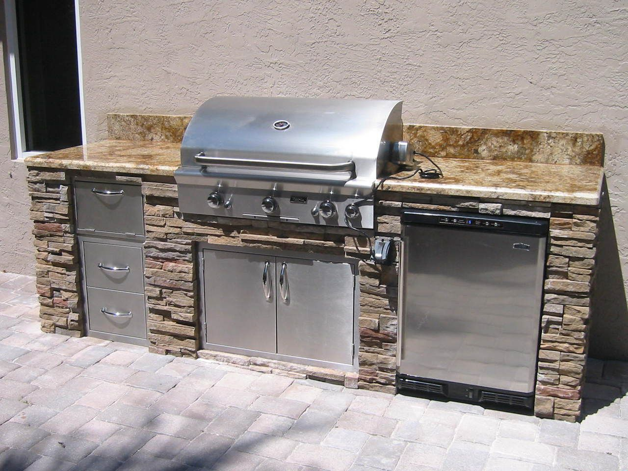 Yellow Stone Straight BBQ Island 102.5 Outdoor kitchen
