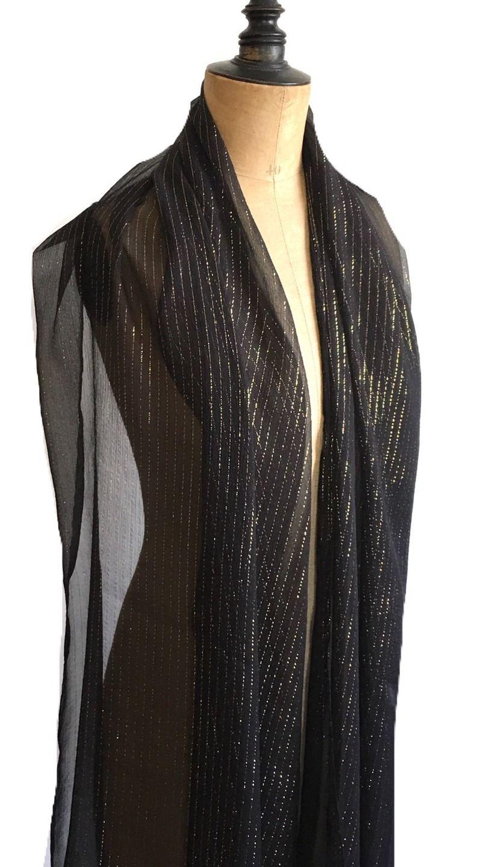eee41469ba8a Étole soie mousseline noire rayures dorées, tissu fluide et transparent,  idéale cadeaux, cérémonies, gala, cocktail