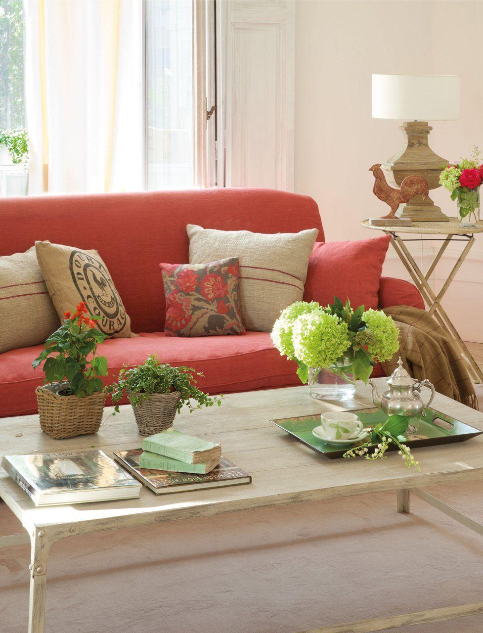 Cuatro estilos para el sal n living rooms sof rojo - Cojines para el sofa ...