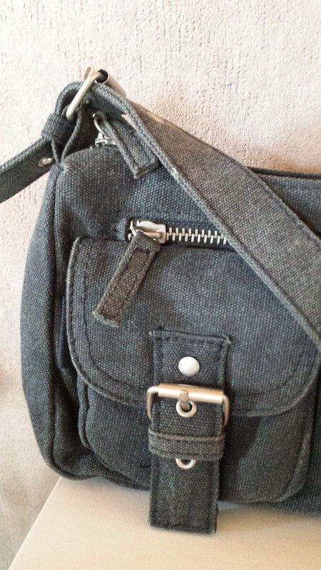 0eed93d7d8959a Umhängetasche grau mit Reißverschluss und Außentaschen - kleiderkreisel.de