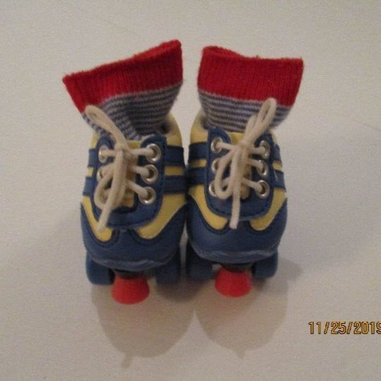 New American Girl Julie/'s Roller Skates and Socks~in Original AG Box~Retired