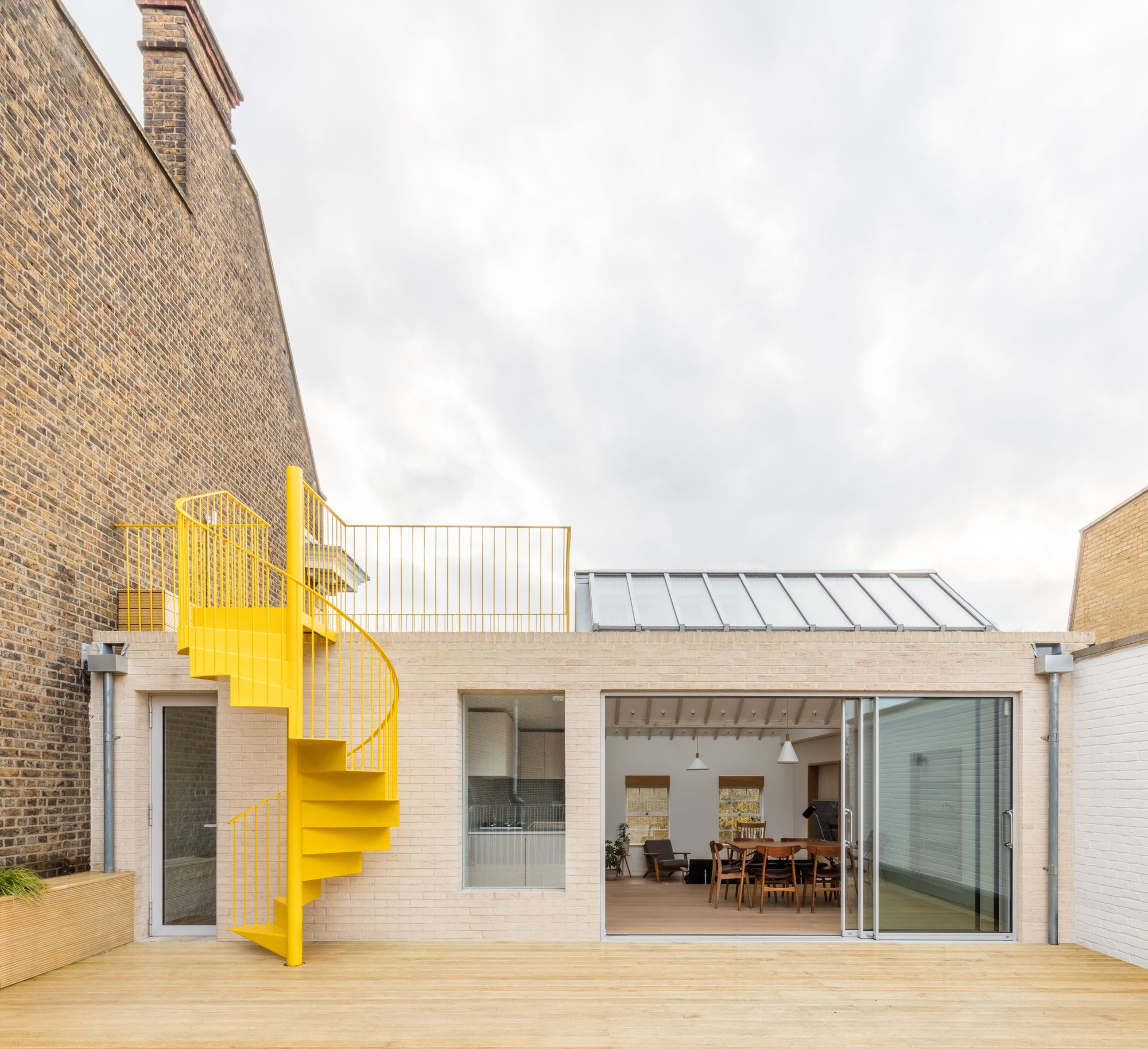 Mile End Road Apartment Refurbishment / Vine Architecture Studio Terrace