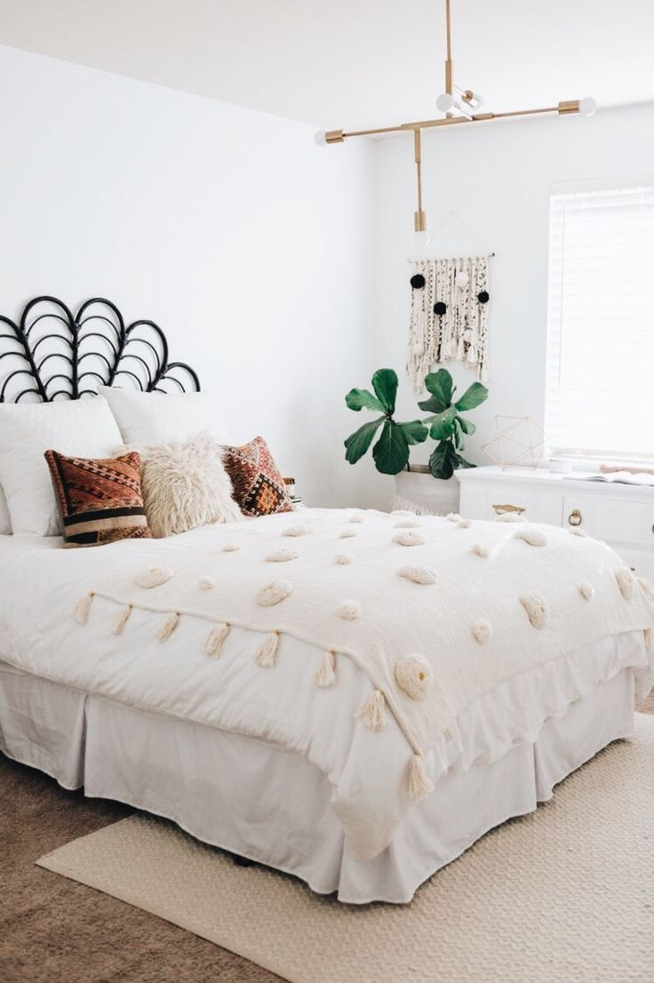 A Mix Of Mid Century Modern Bohemian And Industrial Interior Style Home And Apartment Decor Decoration Id Apartment Decor Cheap Home Decor Bedroom Design