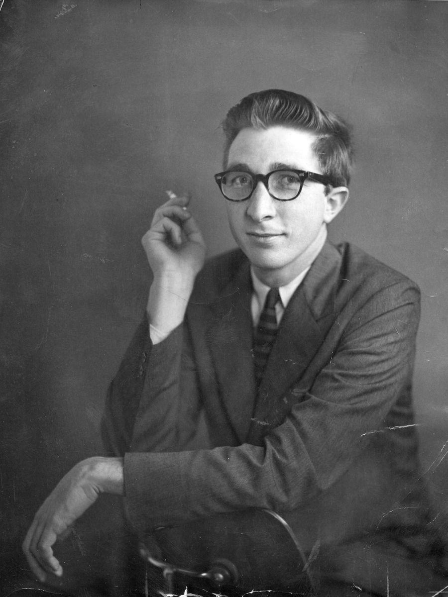 """Исторические Фото on Twitter: """"«Одни умирают молодыми, другие рождаются стариками» Джон Апдайк (1932—2009)- прозаик, поэт. Сегодня день его рожден https://t.co/6riKGB87RI"""""""