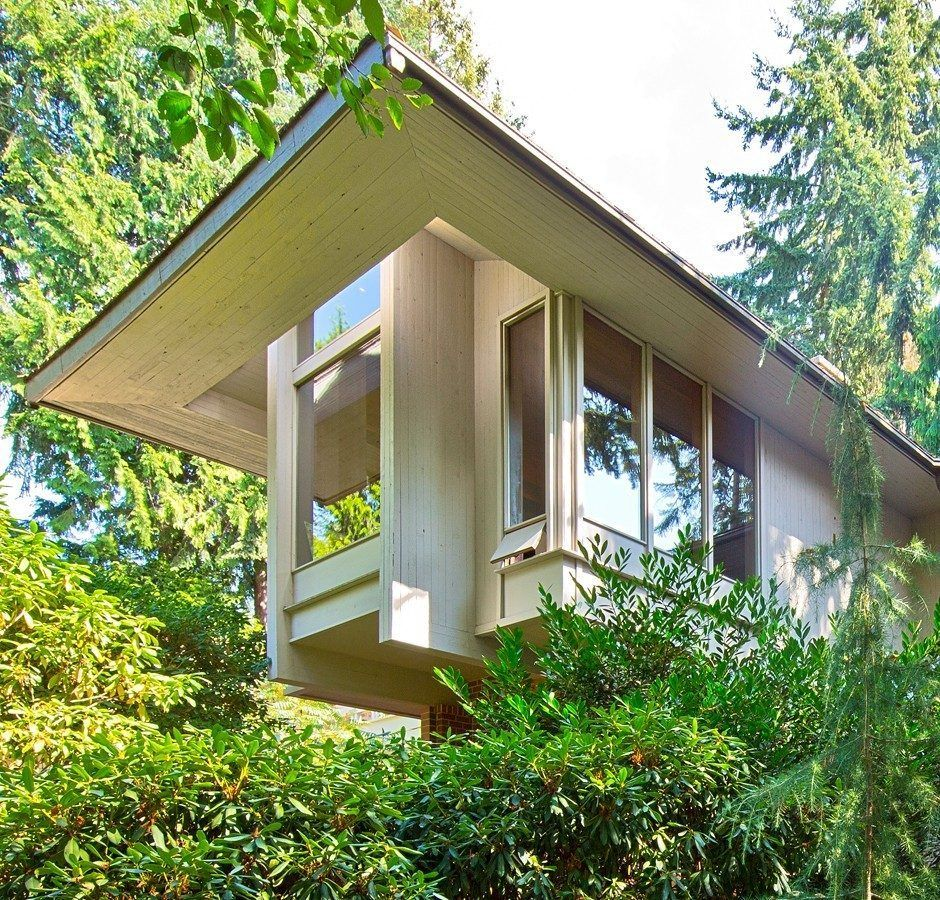 spiral staircase steals show in ralph anderson nw design | spiral