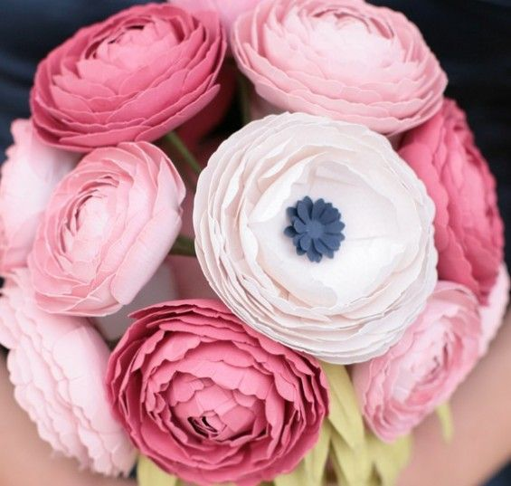 Paper Ranunculus Bouquets And Cake Flowers With Images Paper Flower Bouquet Paper Flowers Flower Crafts