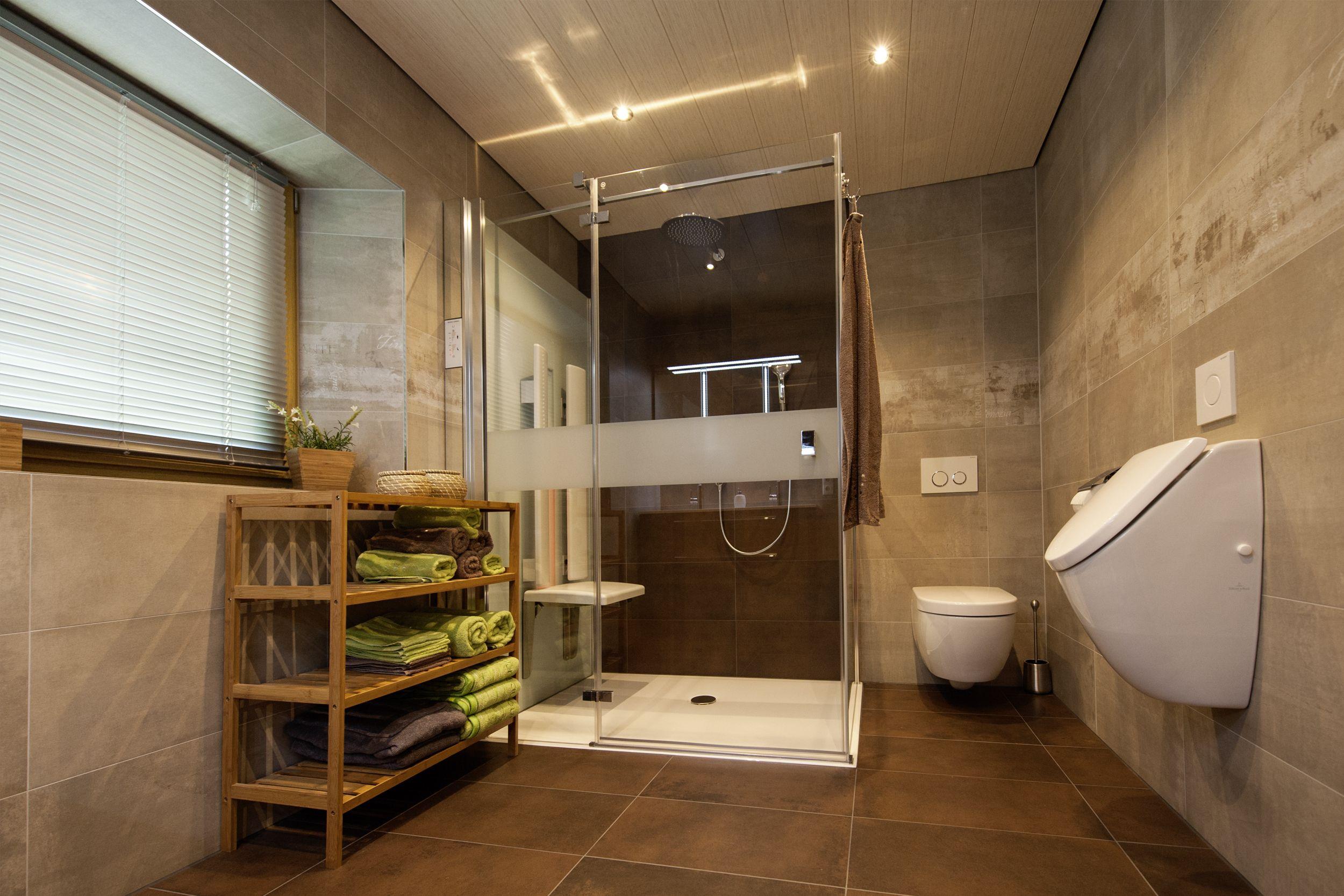 Infrarotdusche mit ausklappbarer Sitzfläche • Duschkabine aus Glas ...