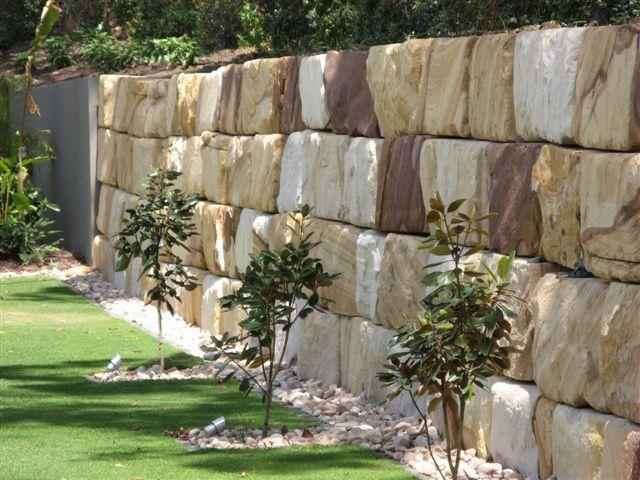 Gosford Retaining Wall Blocks 3 Jpg Rock Wall Landscape Landscaping Retaining Walls Boulder Retaining Wall