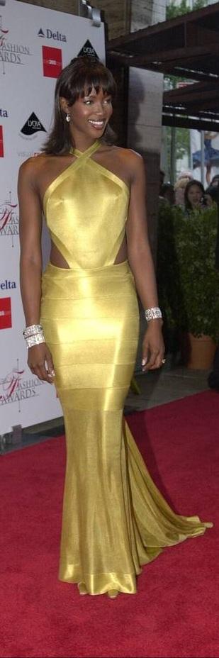 Naomi Campbell ~ Morena en oro