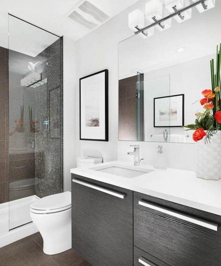 Los ba os peque os se amplian con grandes espejos y for Espejos para banos pequenos