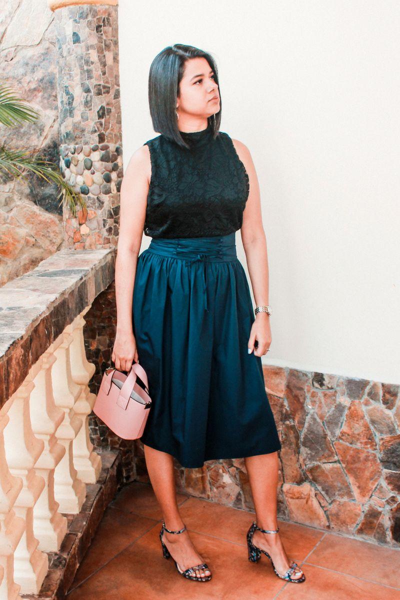 ce04fffe5a8 falda midi para todo tipo de cuerpo #tips #consejos #beutyblogger  #fashionblogger #bolsorosa #tacones #faldamidi #croptop #fashionblogger # moda #femenina