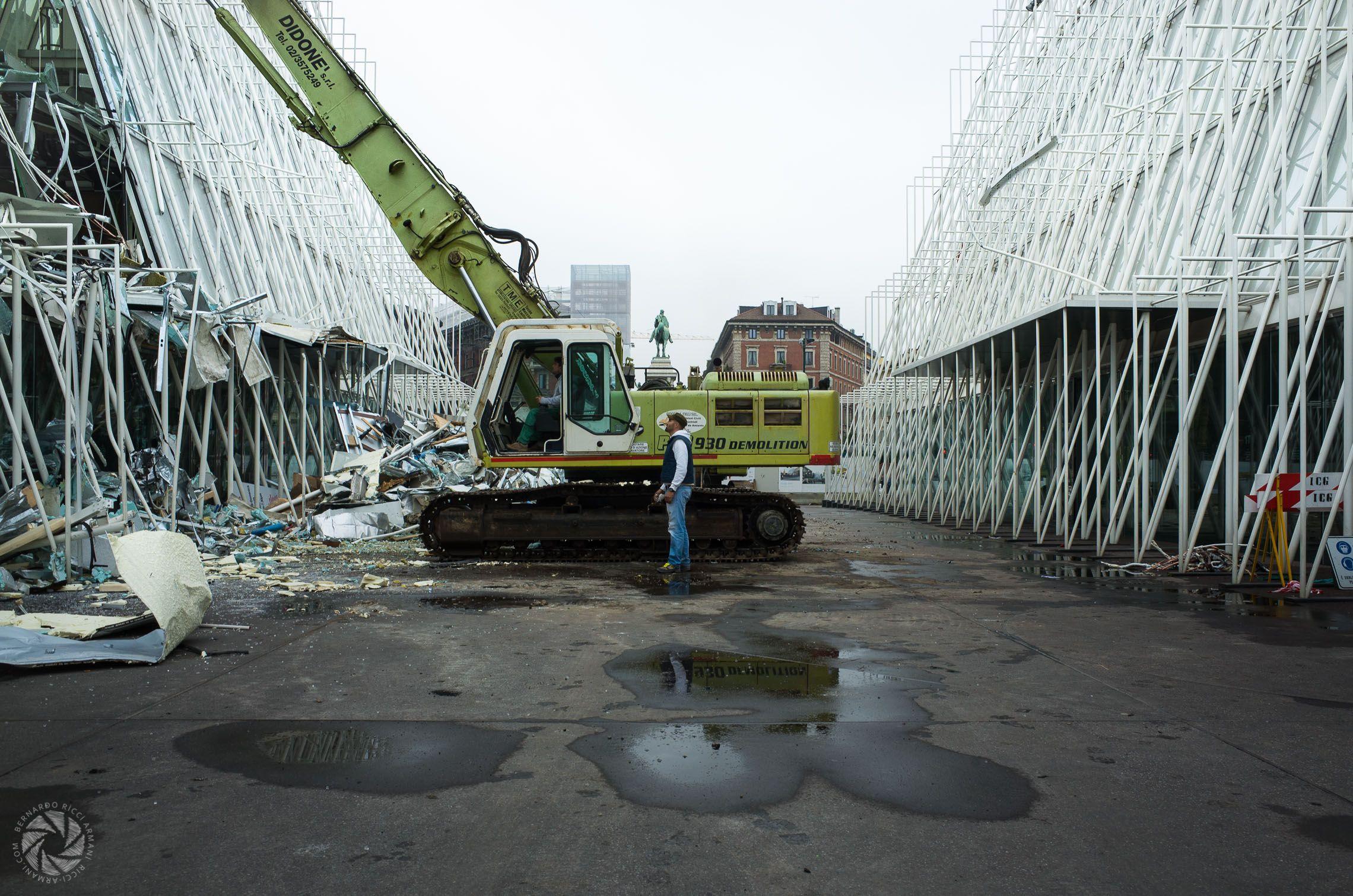 Time to Say Goodbye – La Demolizione dell'Expo Gate