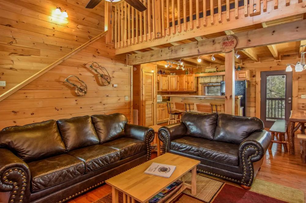 Gatlinburg Cabin 5br 3ba Mudpuppies Moonshine Cabins For Rent In Gatlinburg Comfortable Bedroom Shuffleboard House Beds