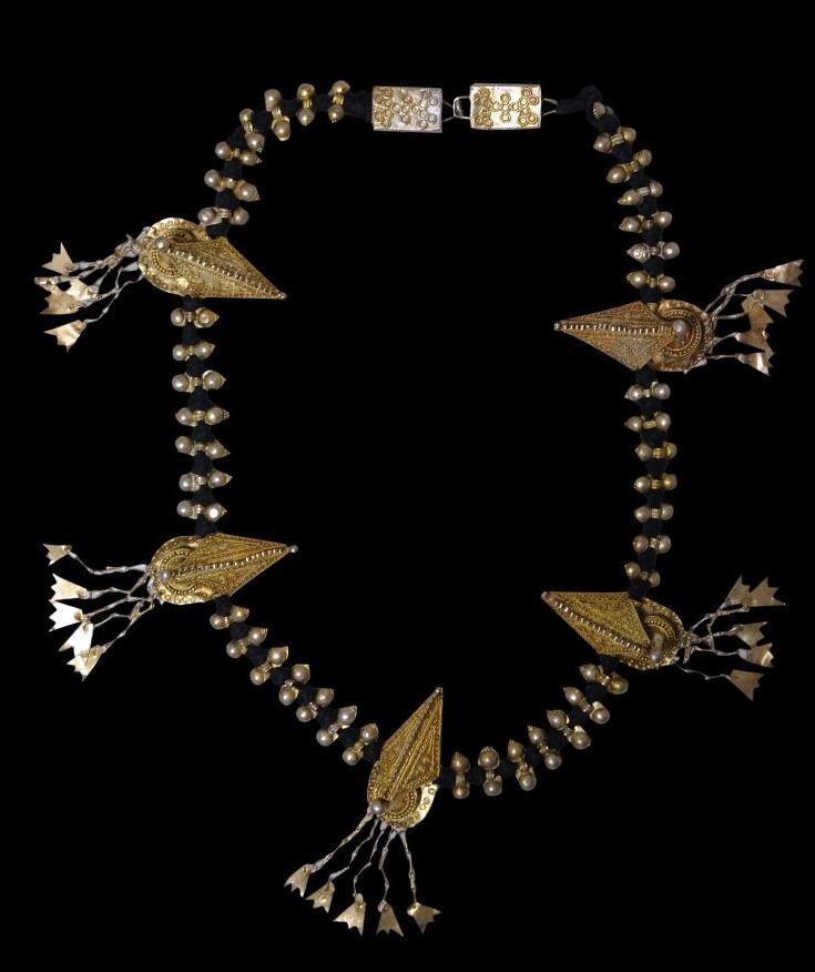 Indonesia | Silver-Gilt Necklace (Sertali Rumah-Rumah) from the Batak people of North Sumatra | Early 20th century ||  Necklaces such as the example here were worn by both Batak men and women either around the neck or as a head decoration. | POR.
